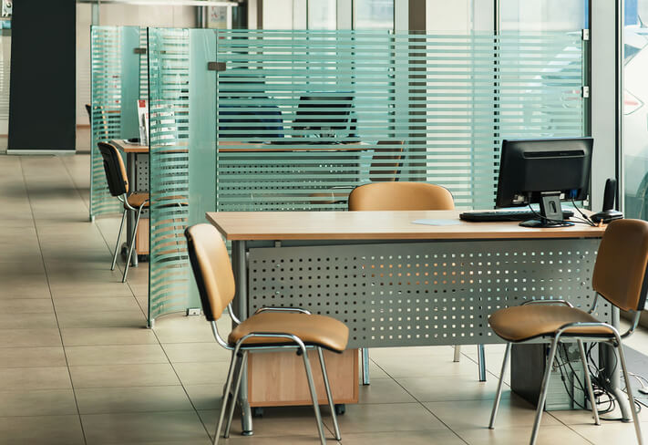 demountable and moveable glass partitions